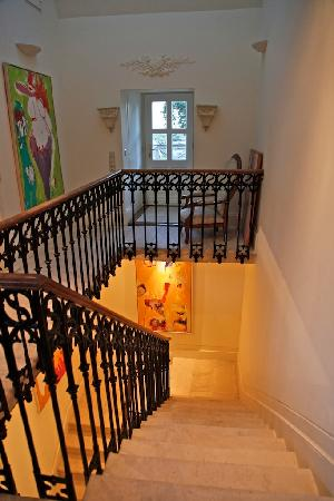 Bordeaux Chateau B&B: Stairs from the top floor