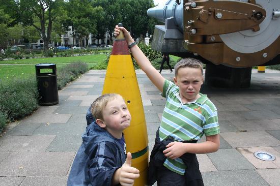 พิพิธภัณฑ์สงครามจักรวรรดิ: Thats a big gun