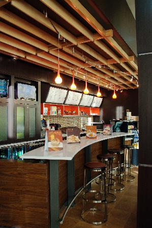 Courtyard Amarillo Downtown: Bistro open for Breakfast and Dinner Daily