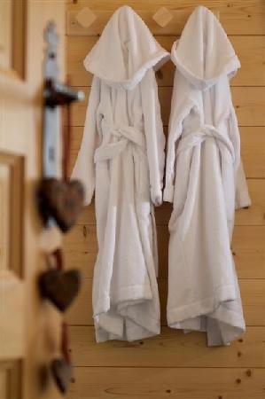 Chalet Clair Matin : Fluffy Gowns