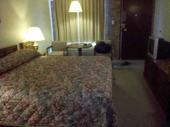 Budget Host Platte Valley Inn: Bedroom - large and clean