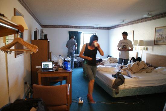 Glacier Travel Inn: zimmer