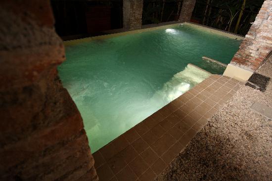 Agriturismo Marino: foto piscina di notte