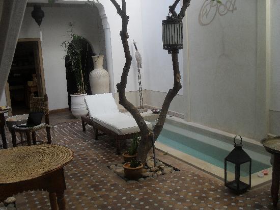 Riad les Orangers d'Alilia Marrakech: central foyer