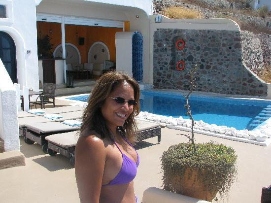 Afroessa Hotel: The cool pool was inviting! The sun beamed on you for hours so the pool was a cool relief!
