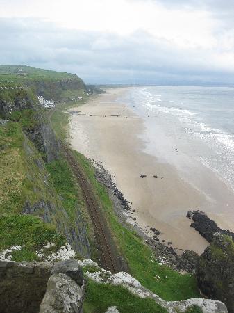 Downhill Beachhouse: looking down at the beach