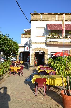 Hotel Anfiteatro Romano: Cafe next door for breakfast
