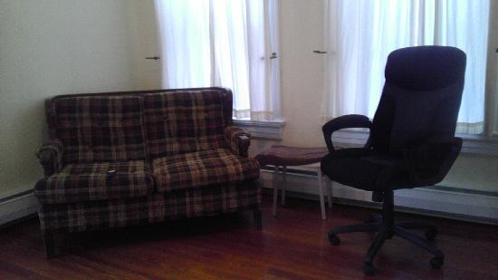 The Wells Inn : tv room