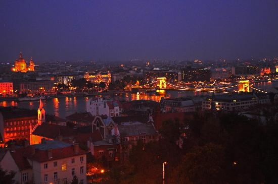 Griff Hotel: Budapest at night
