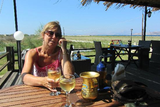 Tigaki's Star Hotel: Enjoying a drink at Alikes - just behind the hotel, well worth a visit!