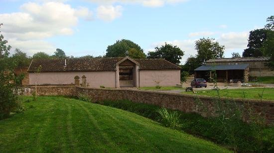 Muddifords Court Country House: Looking towards the Barns' Quadrangle