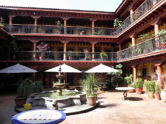 Plaza Gertrudis Bocanegra: Hotel Courtyard off Plaza