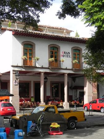 Plaza Gertrudis Bocanegra: Gran Hotel on Plaza Chica