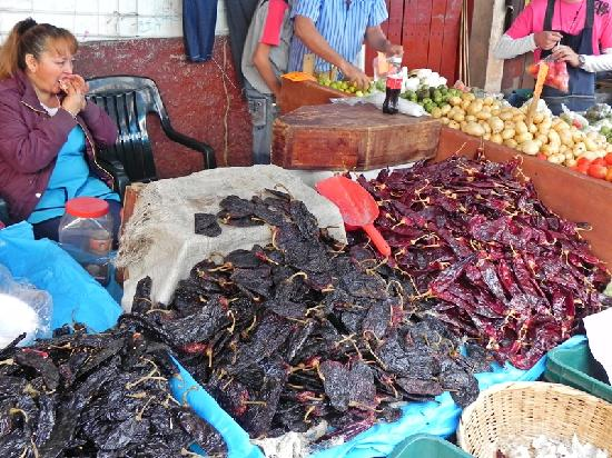 Plaza Gertrudis Bocanegra: Market Chilis