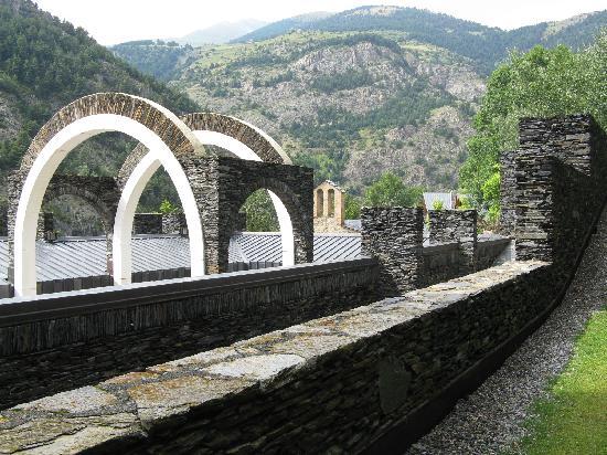Hotel L'Ermita: Le sanctuaire à côté de l'hôtel