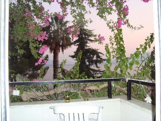 Alila Hotel: Drinks on the Balcony!