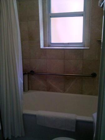 The Mosser: Private bath w soaking tub