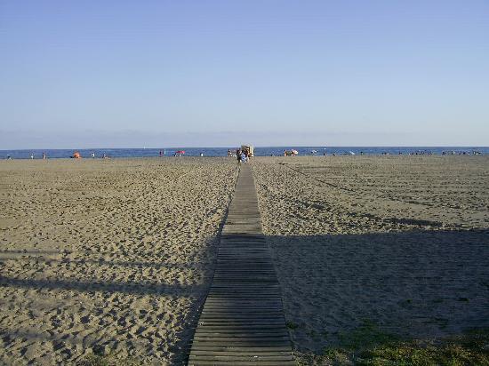 Gran Hotel Europe Comarruga: Weg vom Hotel zum Strand