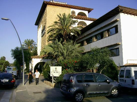 Gran Hotel Europe Comarruga: Anfahrt zum Hotel