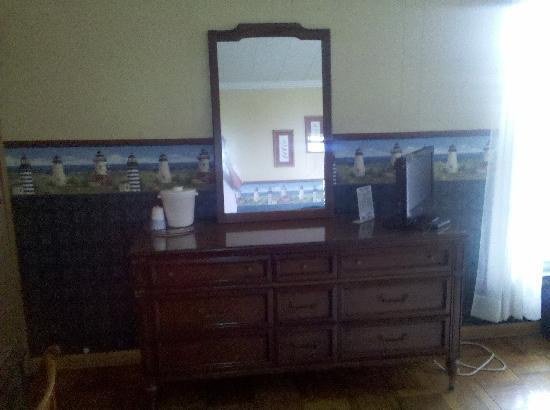 House of Ludington: Dresser