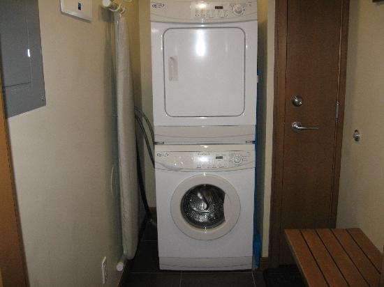 Lave linge et s che linge usage personnel photo de the sutton place hotel revelstoke - Machine a laver et seche linge ...