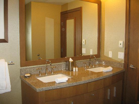 The Sutton Place Hotel Revelstoke Mountain Resort: magnifique salle de bains