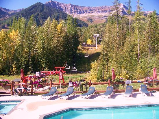 Lizard Creek Lodge: view from pool deck