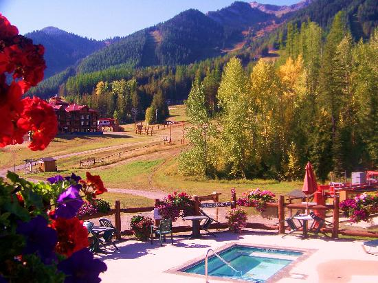 Lizard Creek Lodge: fall colors