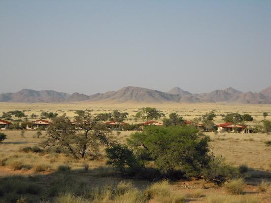 Namib Desert Lodge: Lodge aus der Ferne