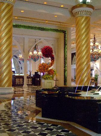 Jumeirah Zabeel Saray: but it was nice and shiny
