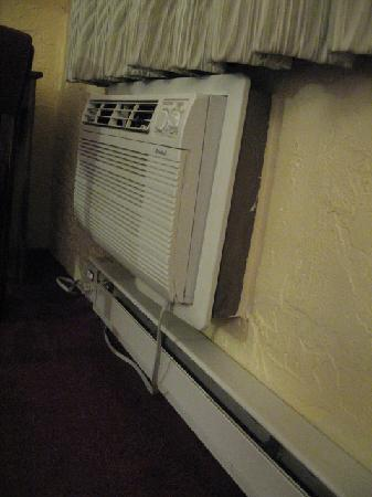 Motel 6 Appleton : Air Conditioner