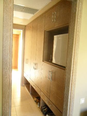 Matala Valley Village Hotel : Plenty of room and fridge