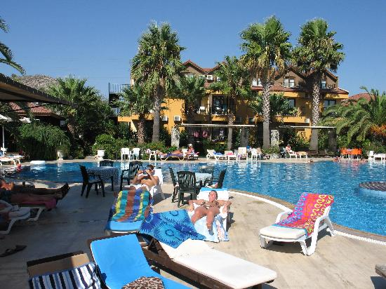 Holiday Calbis: Pool Area