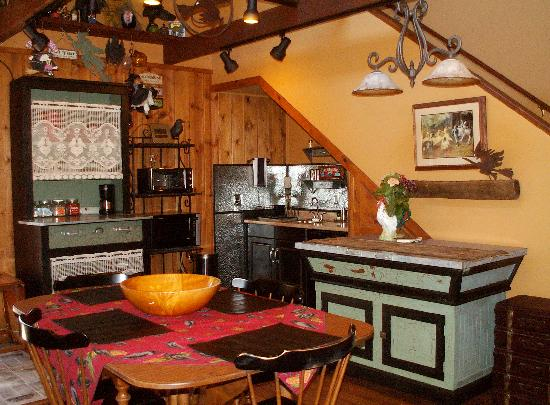 Bauers' Gilded Nest Bed and Breakfast Homestay : Studio Loft has a well appointed kitchenette/Private Deck & Faux Wood Stove Heating