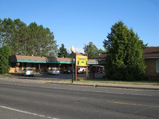 Paddle Inn Motel: View from the main road.