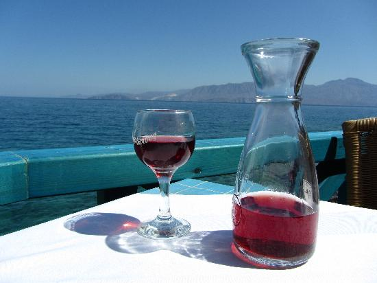 Ofou To Lo: View of the sea and mountains...and wine :)