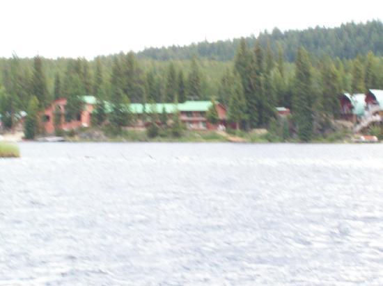 Idabel Lake Resort: lake view facing resort