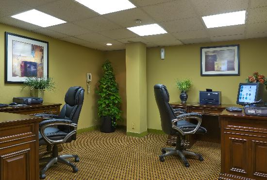 Embassy Suites by Hilton Oklahoma City Will Rogers Airport: Business Center complimentary for hotel guests