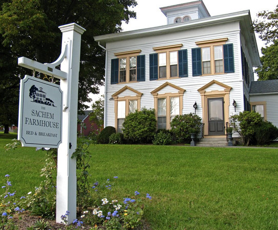 The Sachem Farmhouse Bed & Breakfast: The Sachem Farmhouse B&B