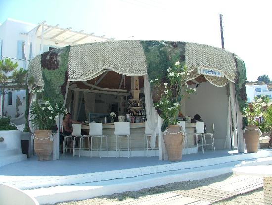 Mykonos Palace Beach Hotel : The round beach bar