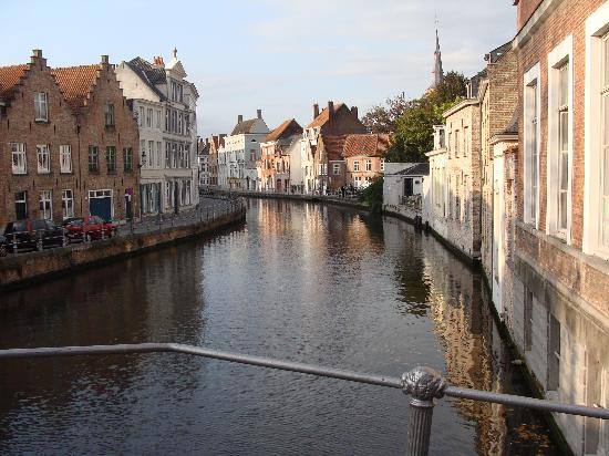Hans Memling Hotel: Canal in Bruges