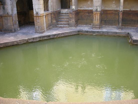 พิพิธภัณฑ์โรงอาบน้ำโรมัน: Burbujas agua caliente