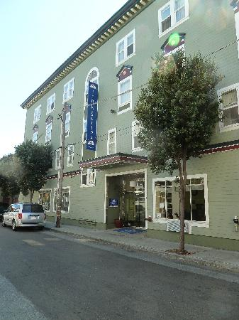 Americas Best Value Inn & Suites-SOMA: View from the street