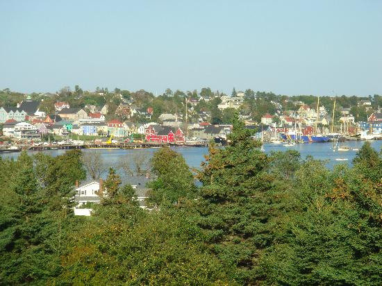 Spinnaker Inn: Lunenburg waterfront view from golf course