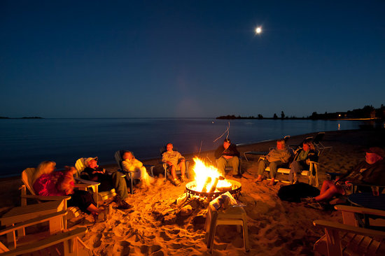 Beachfront Inn: Our nightly campfire on the beach