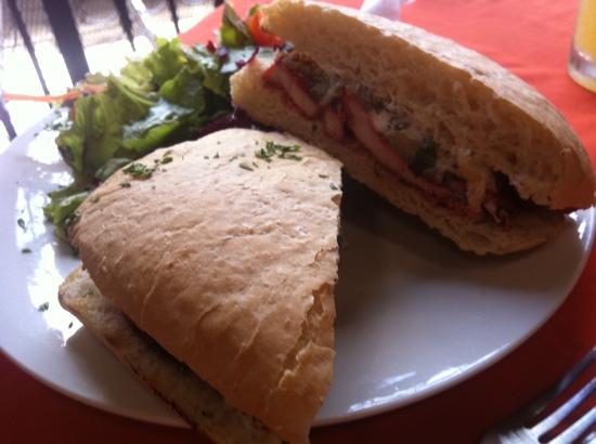 Restaurante El Garaje: BBQ chicken sandwich
