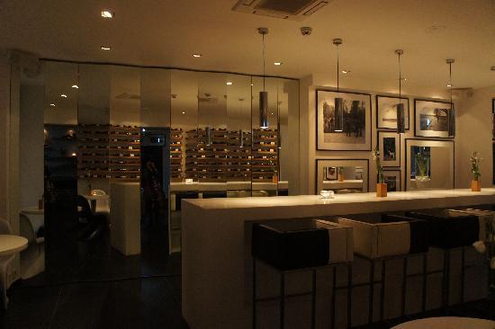 Sir Savigny Hotel: Bar et salle déjeuner