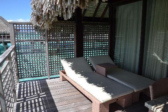 Hilton Moorea Lagoon Resort & Spa: Terrasse du bungalow