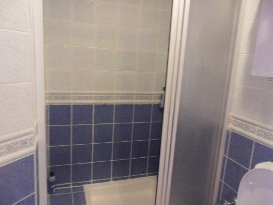 Letoonia Golf Resort: Bungalow room shower