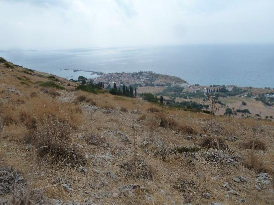 Samos City Hotel: Pythagoreio from above Monastery Spilianis